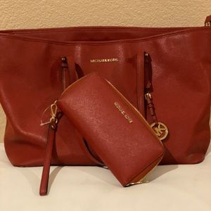 Authentic MK purse and wallet!